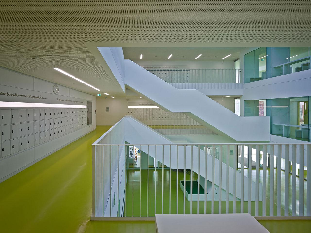 Blick-Treppe-Atrium