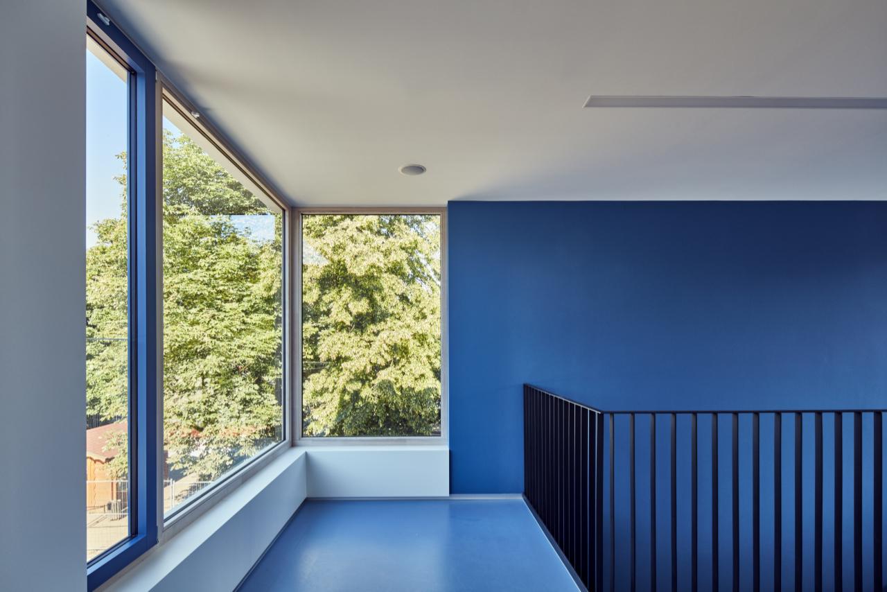 Treppe Podest Blau